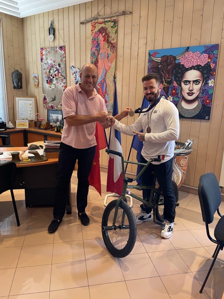 Le Maire Jean-Luc Messonnier et Alex Jumelin
